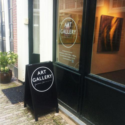 Art Gallery Jeroen Dercksen, belettering op gevel en raam
