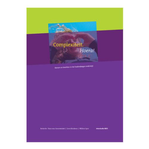 Complexiteit. Hoera! Een optimistisch boek van Interstudie NDO, met interviews, visies en foto's over het hedendaagse onderwijs. Ga naar de pagina Welkom om het binnenwerk te bekijken.